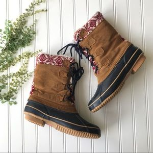 Shoes - EUC duck boots lace up suede rubber tan steel